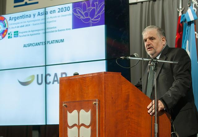 """Simposio """"Argentina y Asia en 2030: Estrategias en los Agronegocios para un Mundo en Desarrollo""""."""
