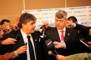 Ulises Forte y Ricardo Buryaile con la prensa